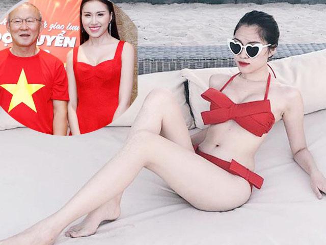 2 nữ cổ động viên chân dài hơn 1 mét, đẹp say lòng của đội tuyển Việt Nam