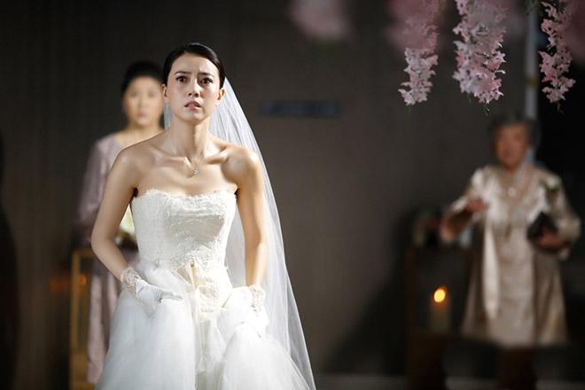 Đang cưới thì cô dâu bỏ chạy, 3 ngày sau, bố mẹ vợ dắt cô ấy đến xin lỗi, nghe lý do mà tôi như bị sét đánh