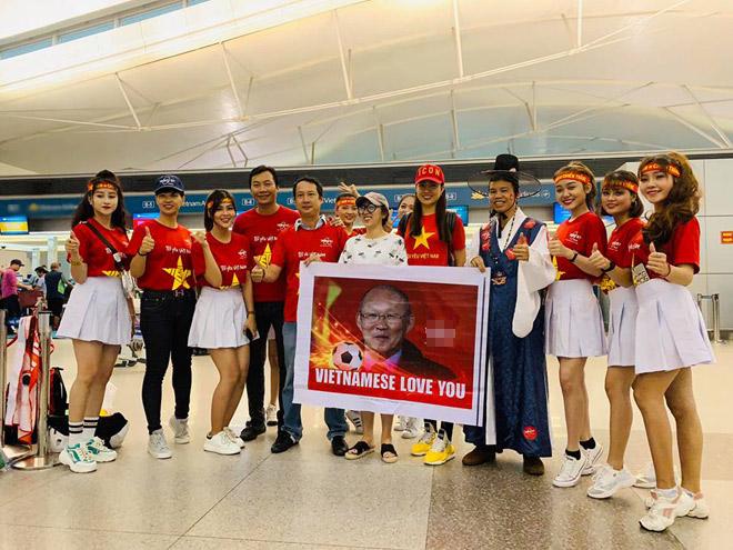 Sao Việt rầm rộ đổ bộ sang Malaysia cổ vũ: Dân mạng bình luận hài hước - 6