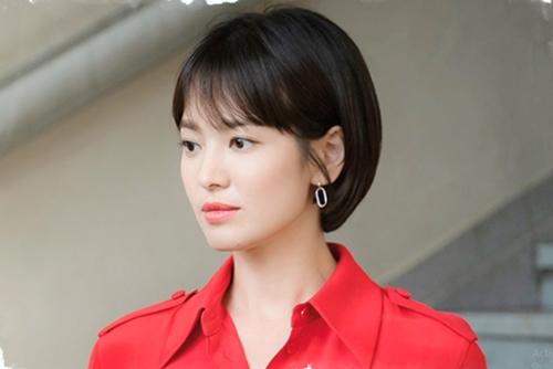 """Bóc giá hàng hiệu của """"tiểu thư vọng tộc"""" Song Hye Kyo - 1"""