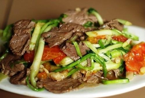 Thịt bò xào rau cần giòn ngon - 1