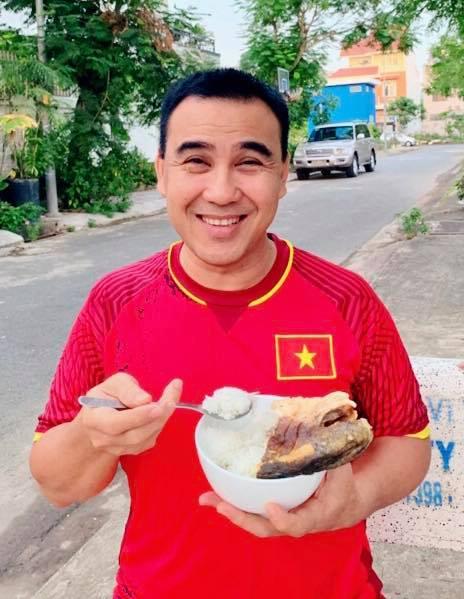 """Huy Hùng nhận thưởng 1 tỷ: Sao Việt """"nhuộm đỏ"""" mạng xã hội - 2"""