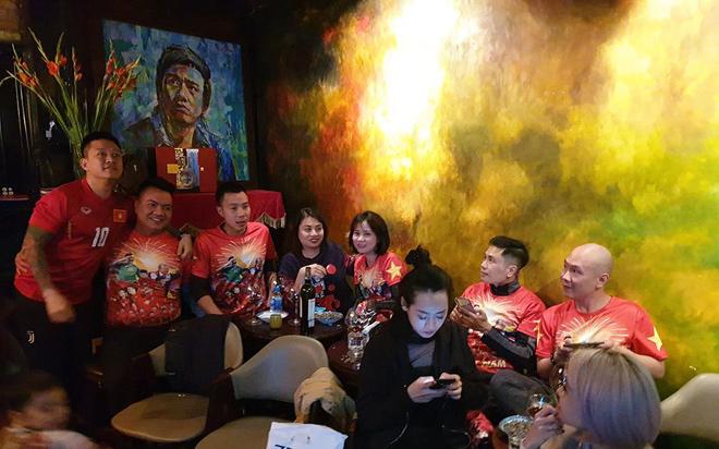 """Huy Hùng nhận thưởng 1 tỷ: Sao Việt """"nhuộm đỏ"""" mạng xã hội - 6"""