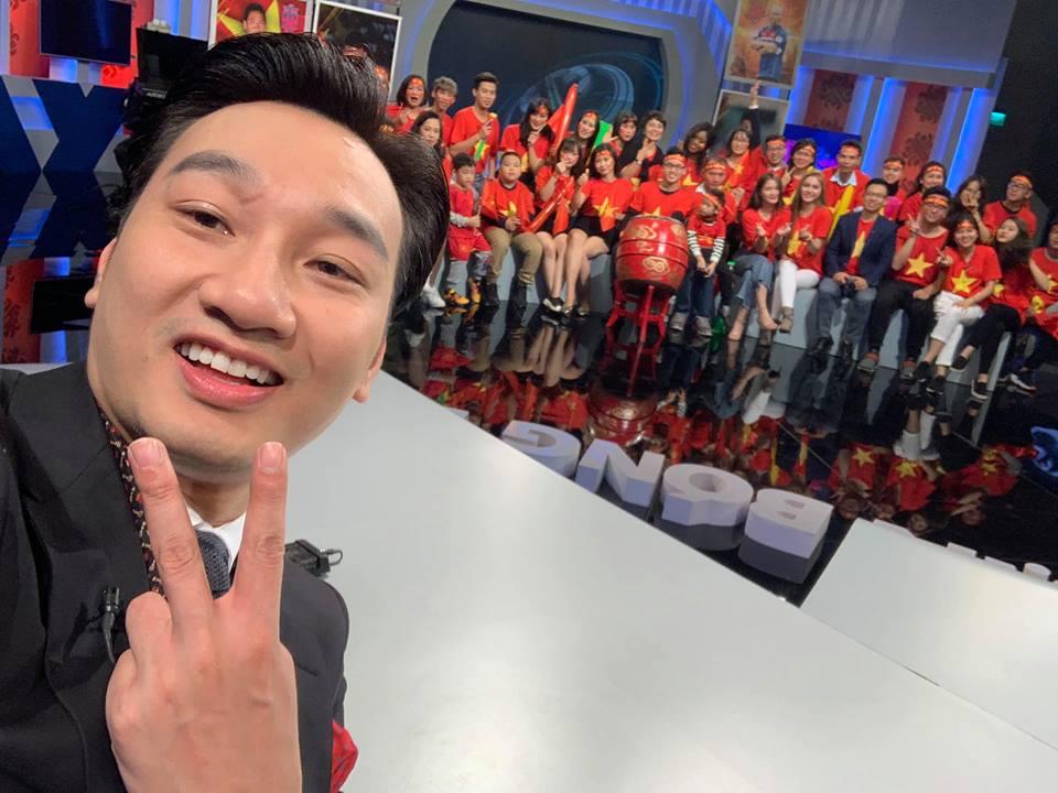 """Huy Hùng nhận thưởng 1 tỷ: Sao Việt """"nhuộm đỏ"""" mạng xã hội - 8"""