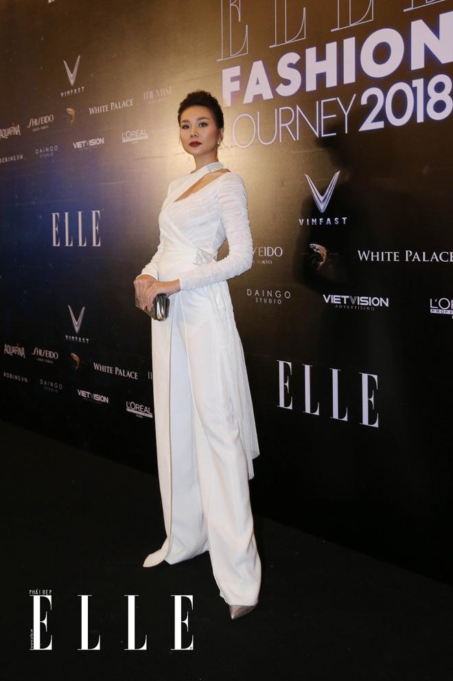 """Thanh Hằng, Jolie Nguyễn cùng giới trẻ Sài thành lên đồ """"xịn sò"""" trên thảm đỏ Elle Fashion Journey - 1"""