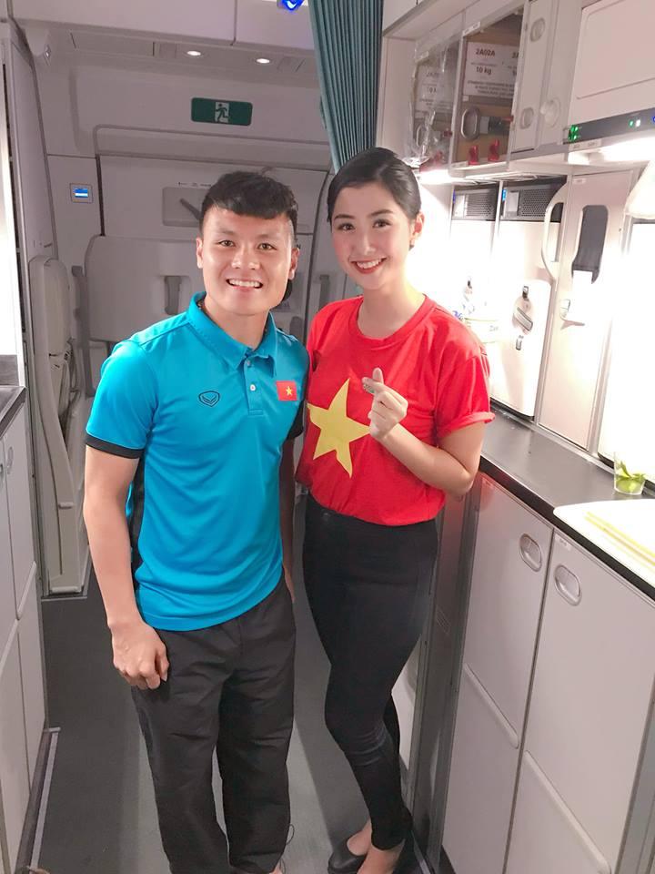 Bất ngờ: Nữ tiếp viên đi cùng tuyển AFF Cup VN từng thi Hoa hậu Việt Nam - 1