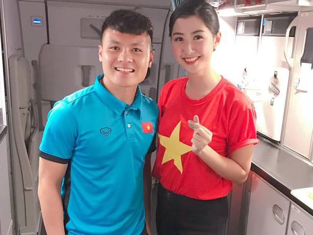 Bất ngờ: Nữ tiếp viên đi cùng tuyển AFF Cup VN từng thi Hoa hậu Việt Nam