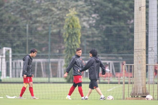 Trực tiếp ĐT Việt Nam tập đấu Malaysia: Chống bóng bổng và đá phạt cố định - 1