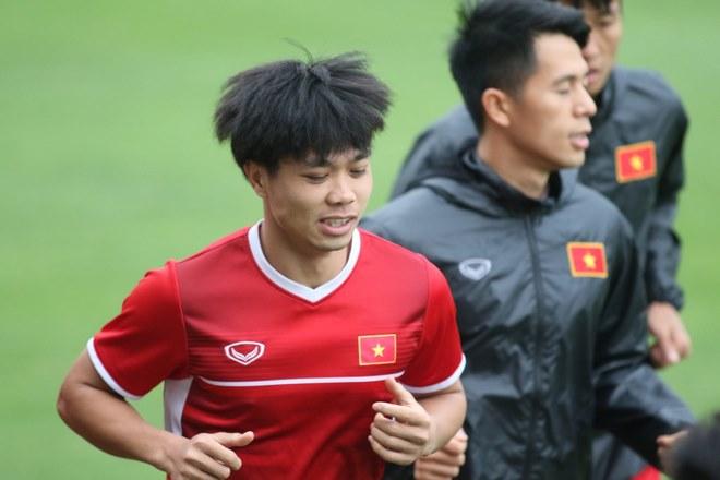 Trực tiếp ĐT Việt Nam tập đấu Malaysia: Chống bóng bổng và đá phạt cố định - 11