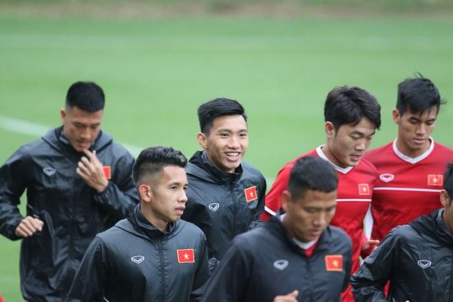 Trực tiếp ĐT Việt Nam tập đấu Malaysia: Chống bóng bổng và đá phạt cố định - 9