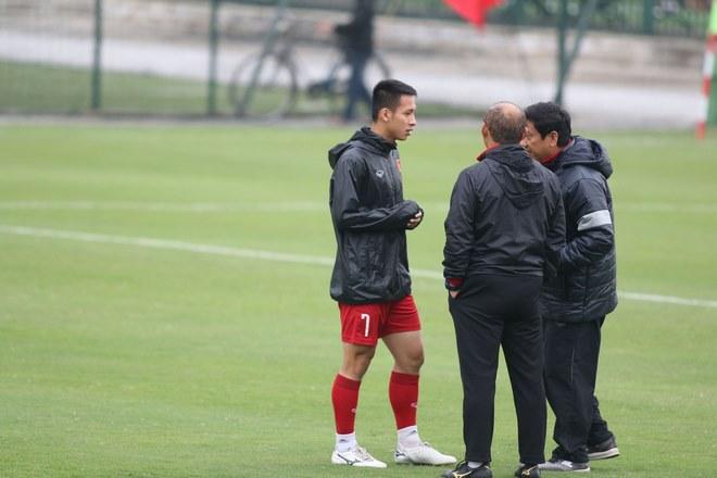 Trực tiếp ĐT Việt Nam tập đấu Malaysia: Chống bóng bổng và đá phạt cố định - 12