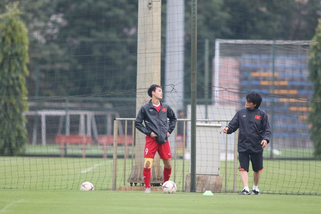 Trực tiếp ĐT Việt Nam tập đấu Malaysia: Chống bóng bổng và đá phạt cố định - 3