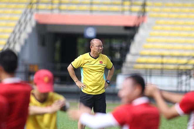 Trực tiếp ĐT Việt Nam tập đấu Malaysia: Chống bóng bổng và đá phạt cố định - 15