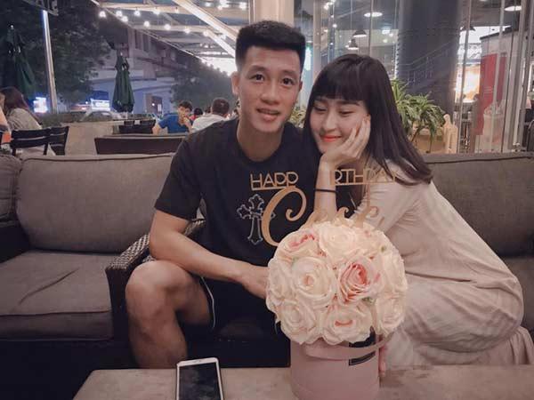 """Bạn gái hot girl của tiền vệ Huy Hùng: """"Bạn trai không thích tôi mặc sexy"""" - 1"""