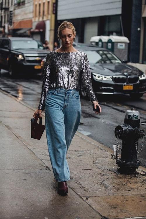 Quên kiểu quần jeans bó giò đi, đây mới là mốt jeans thống trị 2019 - 3