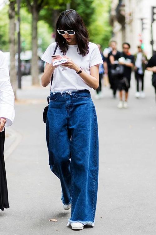Quên kiểu quần jeans bó giò đi, đây mới là mốt jeans thống trị 2019 - 9