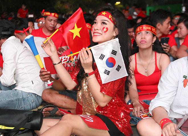 Người đẹp gõ thủng chảo ăn mừng ĐT Việt Nam vô địch - 6