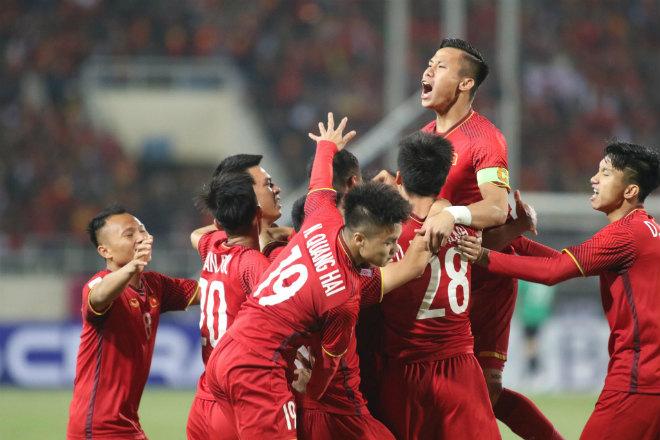 Việt Nam - Malaysia: Vô-lê mãn nhãn & chiếc cúp lịch sử (Chung kết AFF Cup) - 1
