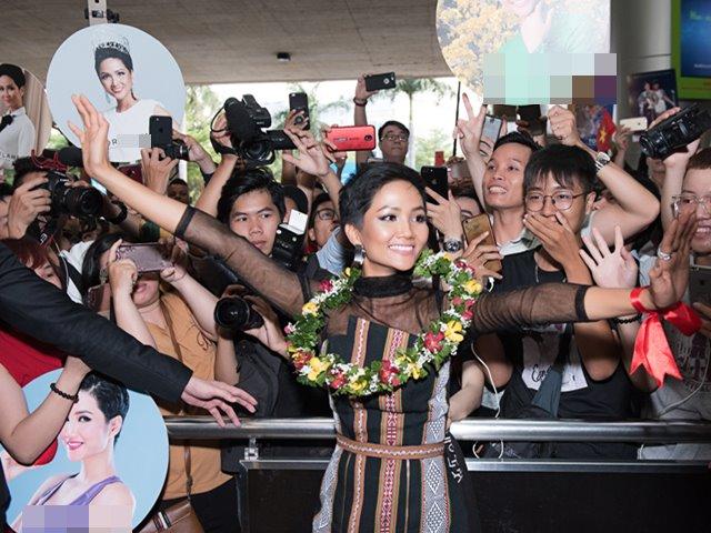 H'Hen Niê mặc váy dân tộc xuyên thấu, khóc trong vòng vây fan