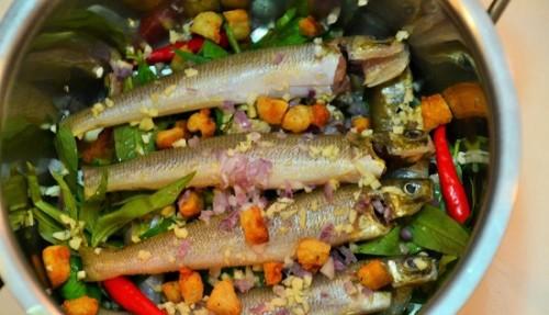 Cá bống đục kho rau răm đậm đà trôi cơm - 2