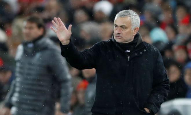 Chấn động: HLV Mourinho chính thức bị MU sa thải - 1