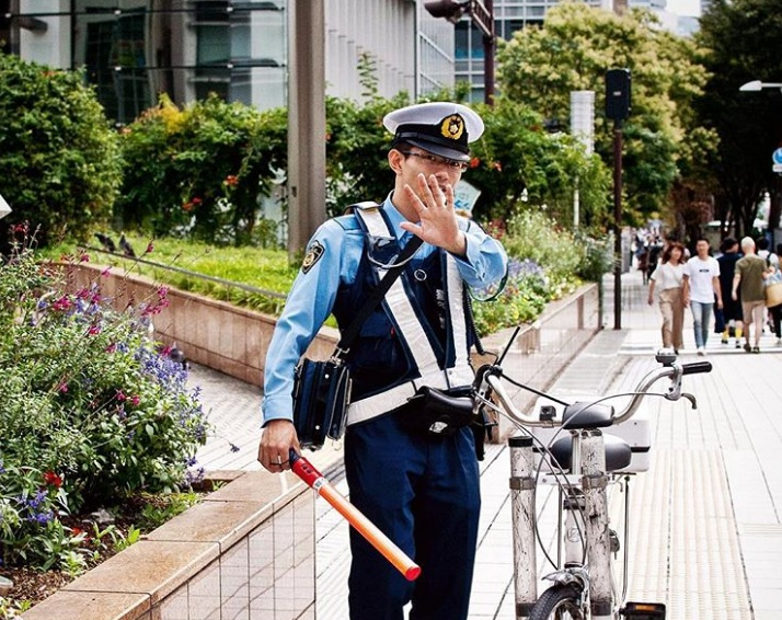 Nếu không muốn gặp rắc rối với cảnh sát, đây là những điều bắt buộc du khách cần lưu ý - 7