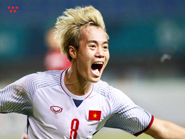 """Văn Toàn tuyển Việt Nam vừa đổi tóc """"chất chơi"""" mới, và lý do là?"""