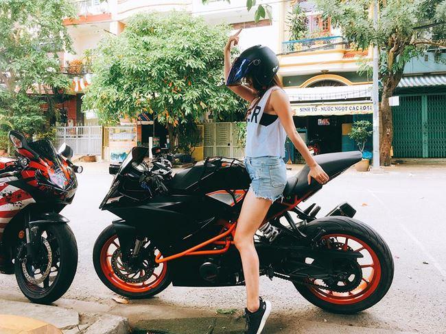 """""""Hot girl mô tô Sài Gòn"""": Mặc váy ngắn ảnh hưởng xấu lúc tham gia giao thông - 2"""