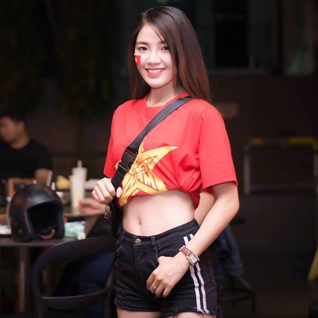 """""""Hot girl mô tô Sài Gòn"""": Mặc váy ngắn ảnh hưởng xấu lúc tham gia giao thông"""