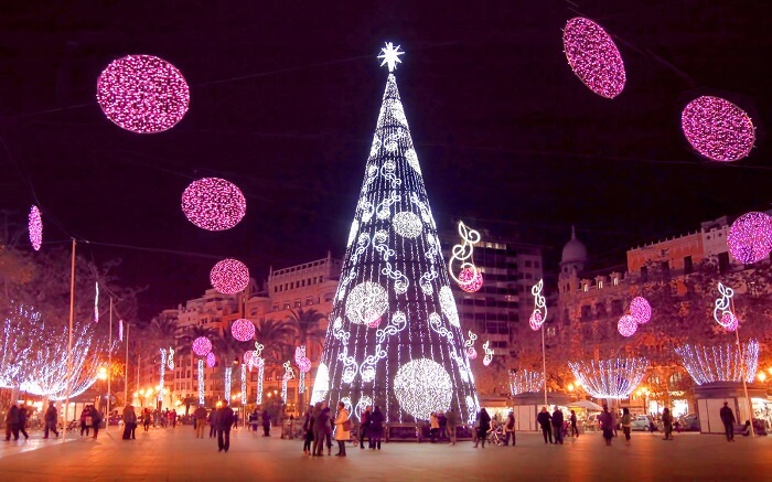 Không khí Giáng sinh nhộn nhịp khắp châu Âu khiến mọi người chỉ muốn đi chơi ngay - 3