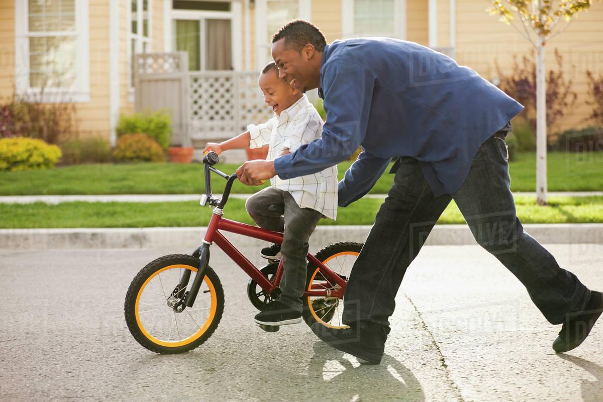 8 bài học chỉ có các ông bố mới dạy được con trai mình - 1