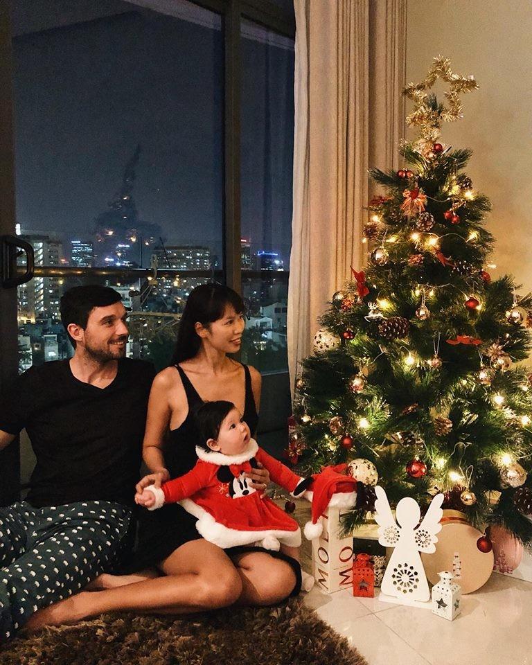 Sao Việt khoe nhà triệu đô được trang trí rực rỡ đón Giáng Sinh - 1