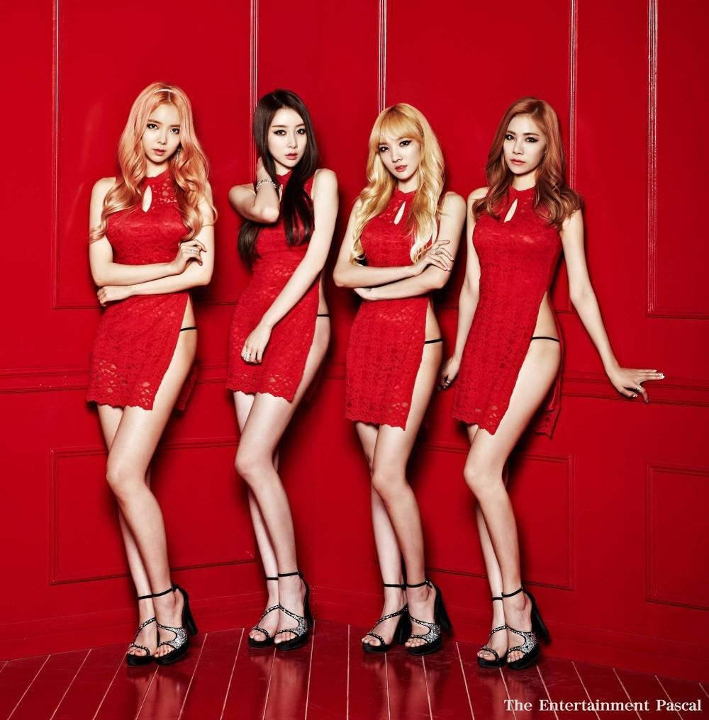 Đi hát 3 năm vẫn chưa nổi, nhóm hot girl bị ép phải biểu diễn gợi dục - 4