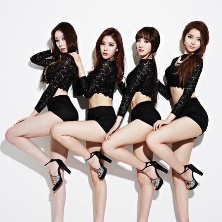 Đi hát 3 năm vẫn chưa nổi, nhóm hot girl bị ép phải biểu diễn gợi dục - 1