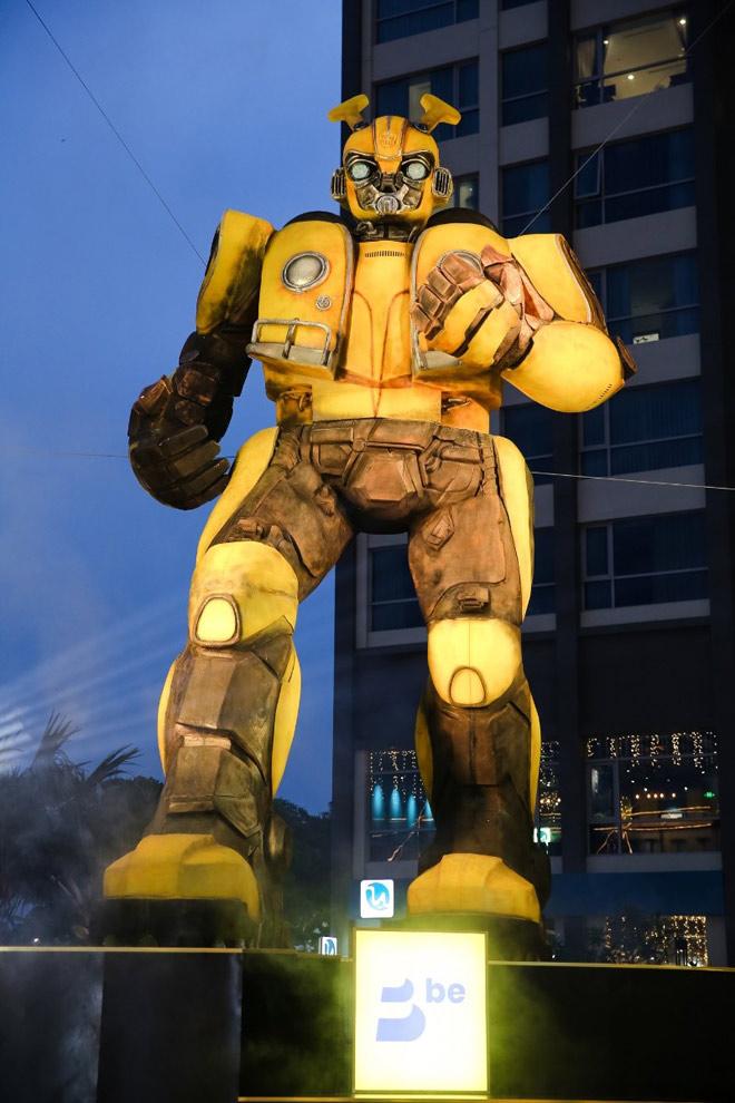 """""""be"""" mang chiến binh """"Bumblebee"""" lớn nhất về Việt Nam - 1"""