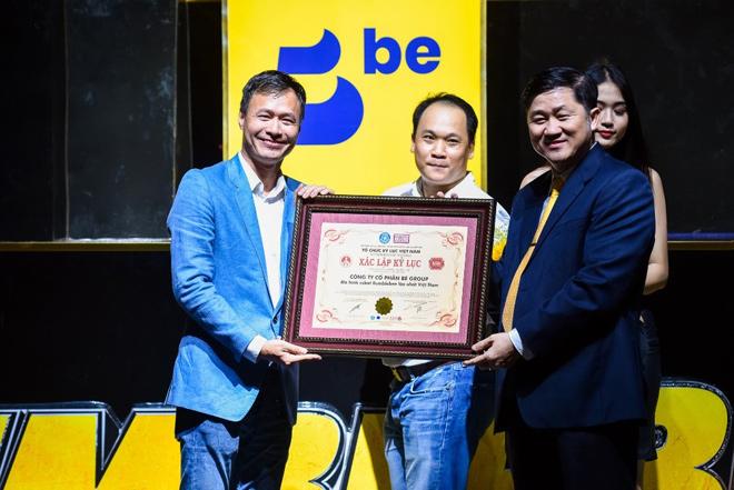 """""""be"""" mang chiến binh """"Bumblebee"""" lớn nhất về Việt Nam - 2"""