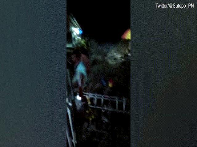 Thế giới - Sóng thần bất ngờ ập vào Indonesia, hàng trăm người thương vong