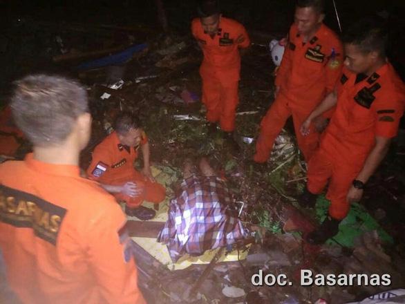 220 người chết, 800 người bị thương trong thảm họa sóng thần Indonesia - 3