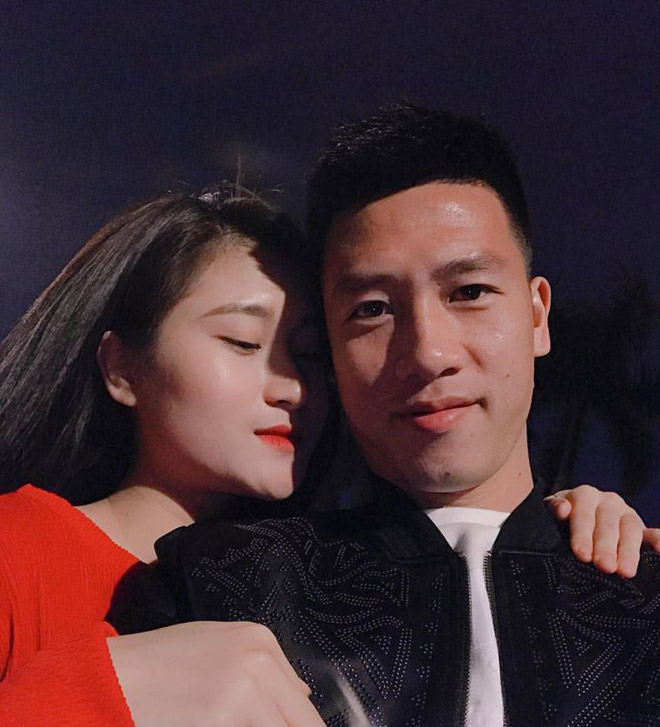 Tiền vệ Huy Hùng - cầu thủ chăm khoe ảnh bạn gái nhất tuyển Việt Nam - 12