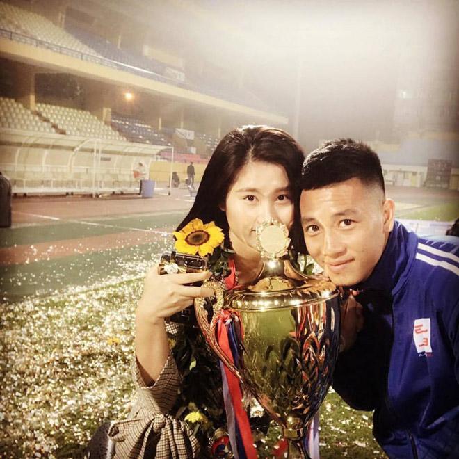 Tiền vệ Huy Hùng - cầu thủ chăm khoe ảnh bạn gái nhất tuyển Việt Nam - 10