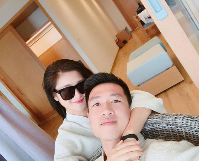 Tiền vệ Huy Hùng - cầu thủ chăm khoe ảnh bạn gái nhất tuyển Việt Nam - 15