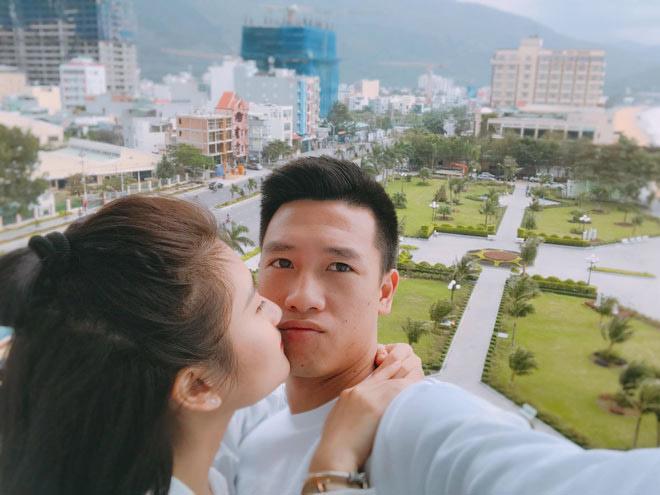 Tiền vệ Huy Hùng - cầu thủ chăm khoe ảnh bạn gái nhất tuyển Việt Nam - 14