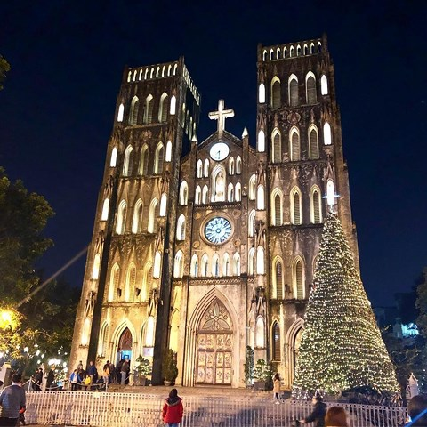 Các nhà thờ ở Hà Nội bạn có thể đến dự lễ Giáng sinh - 1