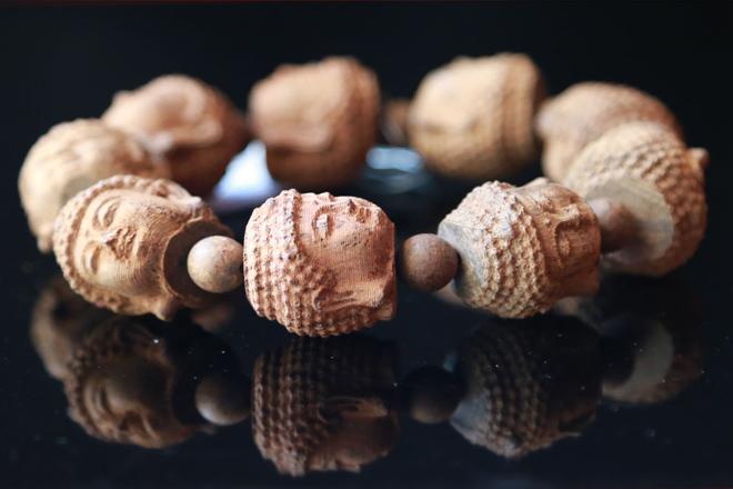 Chiêm ngưỡng bộ sưu tập vòng trầm hương đẳng cấp dành cho doanh nhân - 1