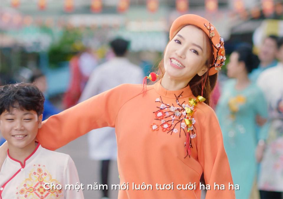 """Bích Phương hé lộ bài hit """"lầy lội"""" nối gót """"Bao giờ lấy chồng"""" Tết 2019 - 2"""