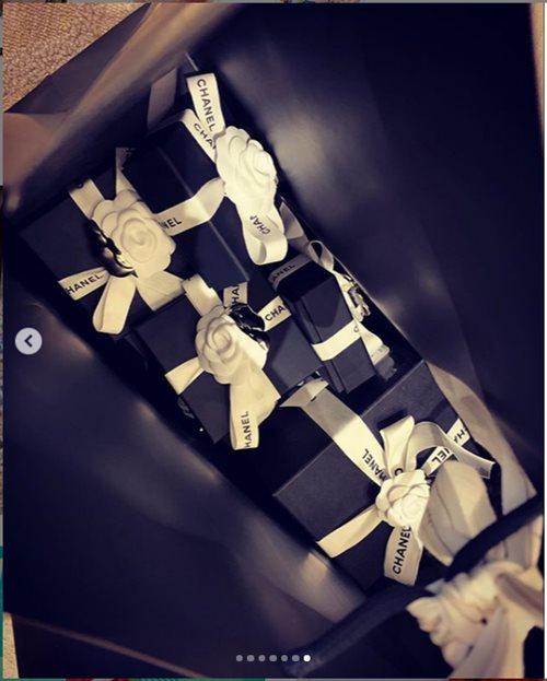 Mừng 2 năm ngày cưới, Trấn Thành tặng Hari Won túi, đồng hồ nhiều choáng ngợp - 4