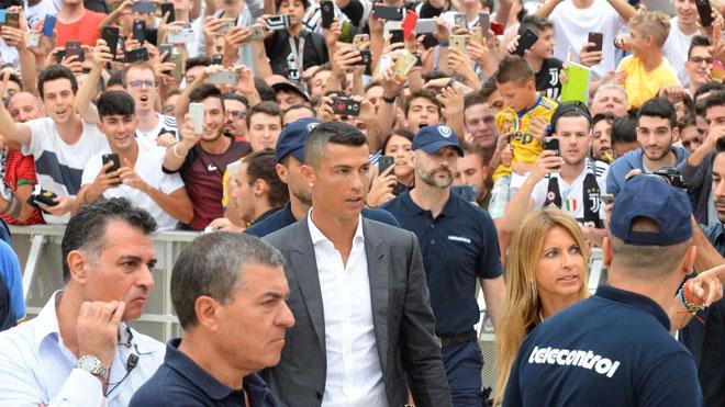 """""""Bom tấn"""" sốc nhất chuyển nhượng 2018: Thế giới choáng váng vì Ronaldo - 3"""