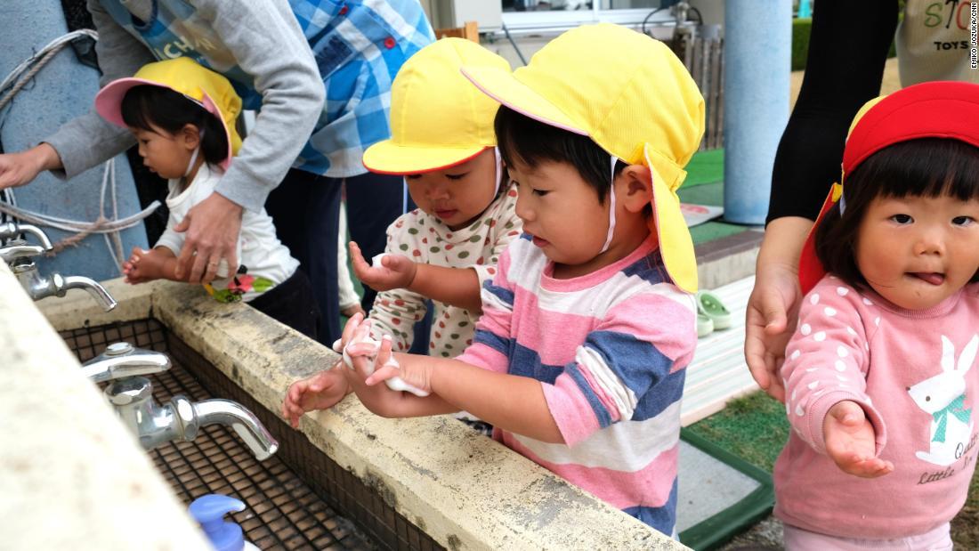 """Nơi giỏi nhất nước Nhật về """"thúc"""" đẻ, mỗi gia đình có ít nhất 3 con - 2"""