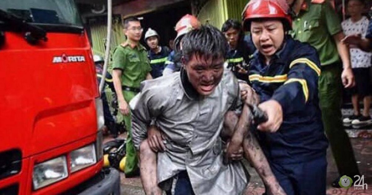 Chuyện chưa kể sau bức ảnh chiến sỹ PCCC cõng người thoát khỏi đám cháy - Tin tức 24h