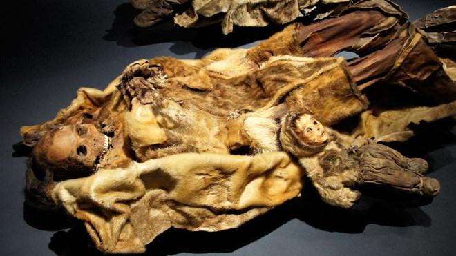 Ngỡ ngàng xác ướp gia đình thổ dân vẹn nguyên sau 500 năm - 1